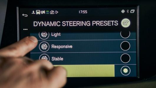 Med nye Volvo Dynamic Steering med personlige innstillinger kan sjåførene selv kan velge ønsket styrerespons. Sjåførene kan velge mellom fire forhåndsprogrammerte styreinnstillinger i lastebilens infotainment-system, og de kan også velge å kalibere hver enkelt innstilling etter eget ønske.