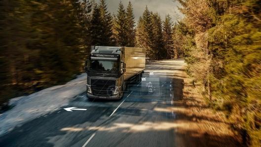 Når skrens oppdages, reagerer Volvo Dynamic Steering med retningsstabilitet i løpet av et millisekund for å motvirke skrensen. Teknologien hjelper også det elektroniske stabilitetsprogrammet (ESC) med å aktivere individuelle bremser på hvert hjul raskere for å redusere farten og minimere skrensingen.