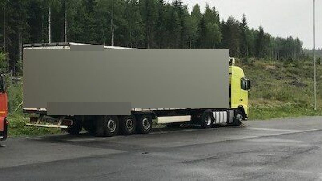 Denne transporten stoppet da verken den opprinnelige sjåføren, eller sjåføren som kom for å overta hadde papirene i orden.