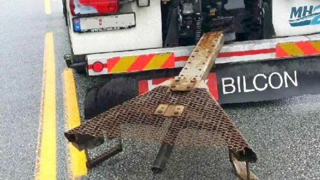Tankbilen kjørte ut av tunnelen med restene av draget da tilhengeren krasjet og tok fyr i Skatestraumtunnelen 15. juli 2015.