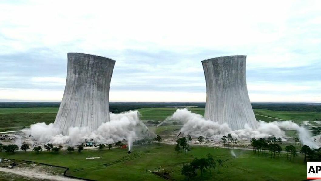 Her faller tårnene på kull-kraftverket.