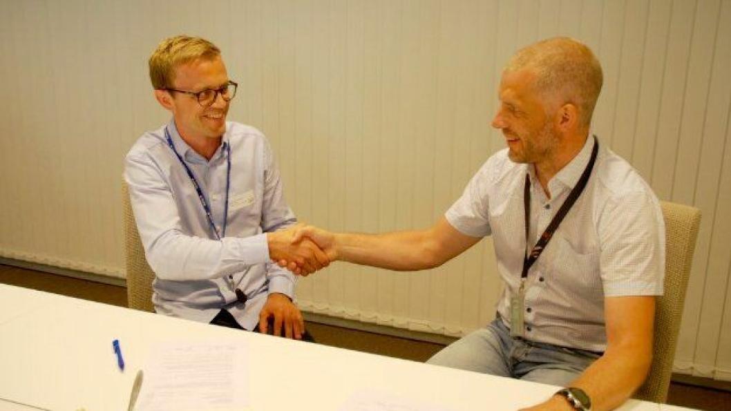 I juni signerte Vegard Ystenes fra Mesta og Asbjørn Stensrud fra Statens vegvesen ny kontrakt om drift av veiene i Gjøvik og Toten. Begge ser frem til et fortsatt godt samarbeid.
