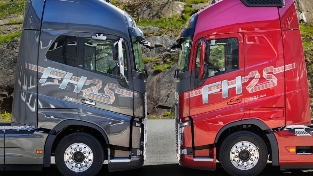Volvo FH 25 Year Special Edition lanseres i to farger, en mørkere, kald grå tone (Mammoth Tree Metallic) og en skinnende rød (Crimson Pearl). Men jubileumsbilen kan også leveres i andre tilgjengelige farger.