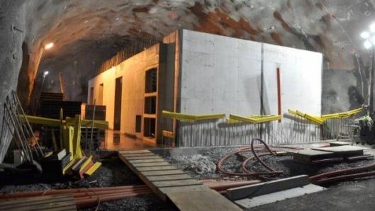 Sju tekniske rom som dette må til for å styre all elektronikken i Kongsbergtunnelen.
