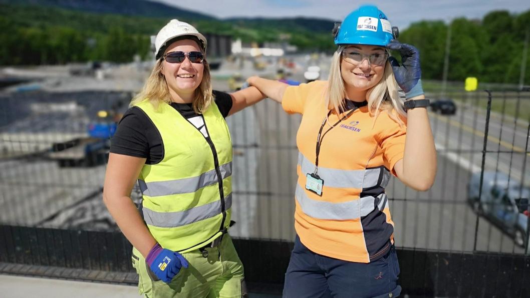 Søstrene Julie (t.v.) og Eline Rosenlind Falch arbeider på samme prosjekt, E16-prosjektet Sandvika – Wøyen i Bærum.