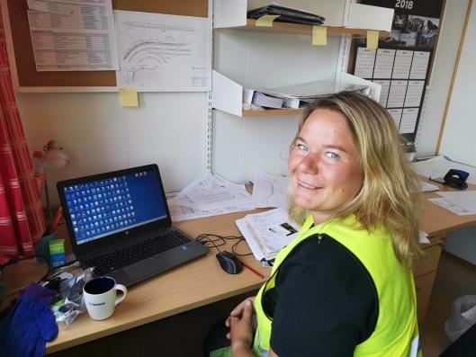 Julie Rosenlind Falch: Julie begynte som fagarbeider i 2006 for entreprenøren Kruse Smith etter å ha utdannet seg til tømrer. I 2012 ble hun HMS-leder og byggeleder. Hun har tatt en etterutdanning og blitt byggtekniker. Nå arbeider hun som anleggsleder for Alliansebygg AS i Mandal.