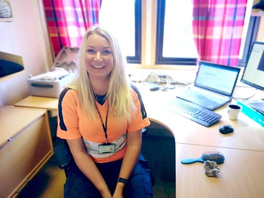Eline Rosenlind Falch: Eline opplyser at hun likte realfag på skolen. Hun var ferdig utdannet byggingeniør med infrastruktur som spesialisering sommeren 2016 og fikk deretter jobb som stikningsingeniør i Isachsen Anlegg AS på E16-prosjektet i Bærum.