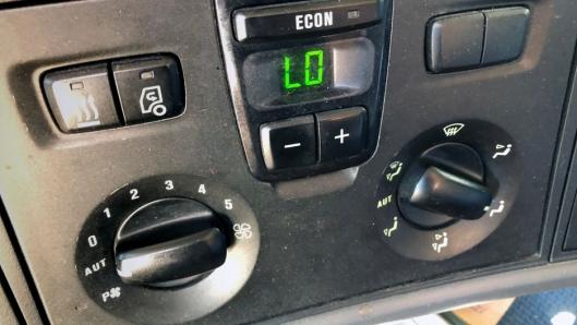 FULL RULLE: Mange setter kjølingen i bilen på maks for å senke temperaturen.
