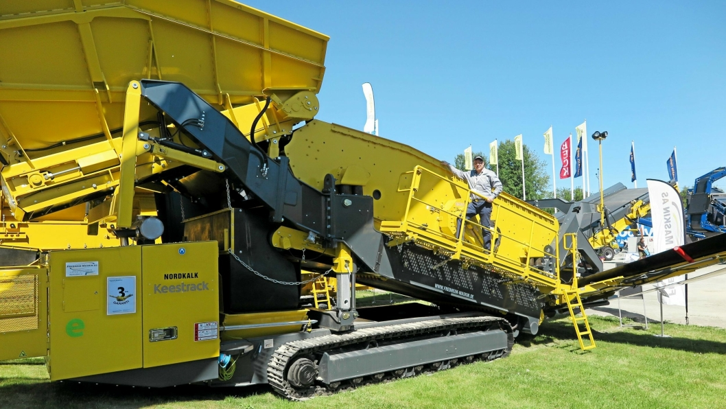 RUVER GODT: Dette sikteverket er spesielt ettertraktet i det svenske markedet, sier Per Olav Fredheim som blir liten på den 45-50 tonns store maskinen.