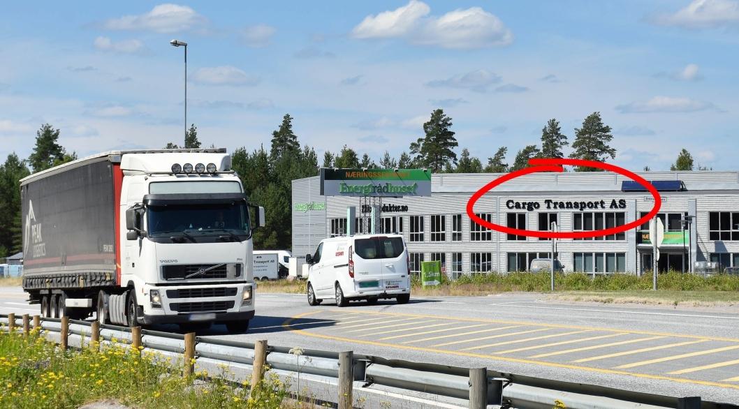 Her, rett ved riksgrensen langs RV2 på Magnor, holder speditørbedriften Cargo Transport til. De innrømte i april å ha brutt påseplikten ved bruk av transportselskapet Kreiss. Foto: Stein Inge Stølen
