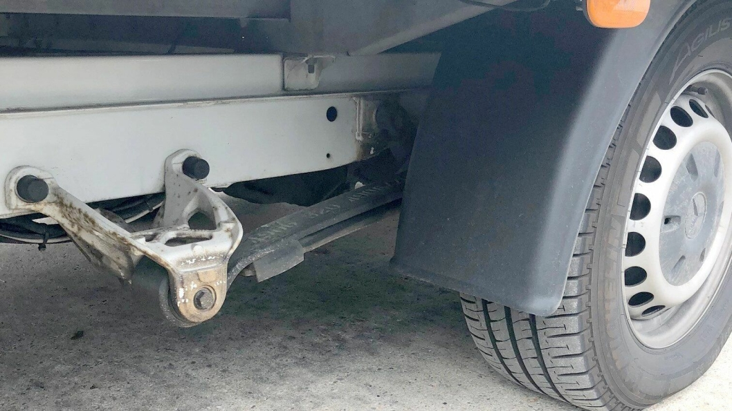 Fjærene bar preg av at varebilen hadde en totalvekt på 6200 kg