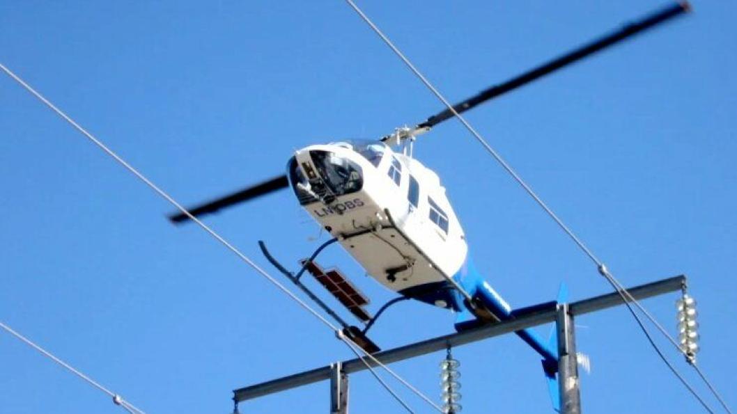 Linjeinspeksjon gjøres effektivt med helikopter.