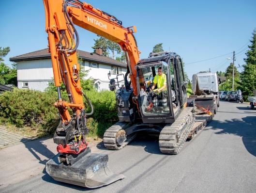 FLEKSIBEL: Med egen krokbil eller traktor er det enkelt å flytte utstyr.