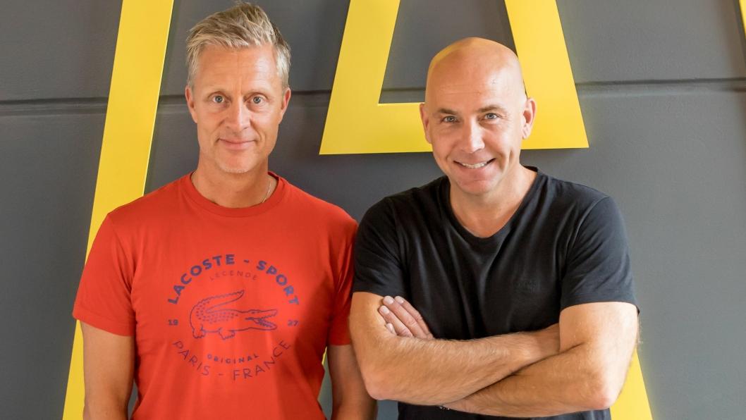 Daglig leder Knut Wennevold i Wennevolds Elektro AS (t.v.) og administrerende direktør Torkil Skancke Hansen i Assemblin AS  har kommet til enighet om salg av Wennevolds Elektro AS til Assemblin.