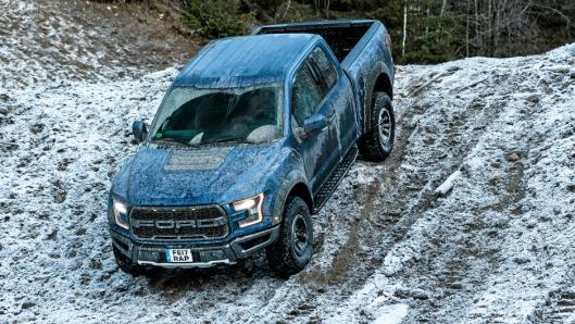 TAR SEG FREM: Det skal en meget røff anleggsplass til for at Ford Raptor må gi opp og ikke kommer frem.