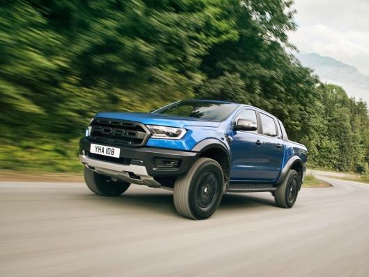 Ford Ranger Raptor er bygget for å være god å kjøre både på asfalt og i terrenget.