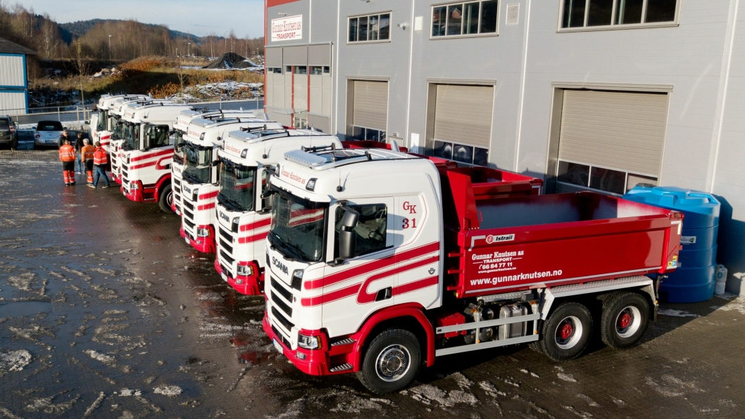 Bilde tatt da Gunnar Knutsen AS i Bærum fikk overlevert sju nye Scania R580 tippbiler med Istrail-påbygg i november 2017.