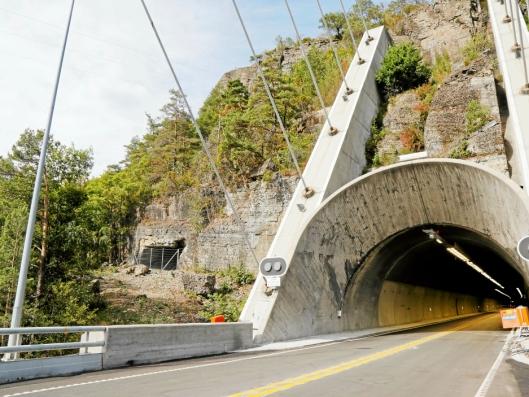 NY TUNNEL VED SIDEN AV: Det nye tunnelløpet (til venstre) er ferdig sprengt og ligger ved siden av det eksisterende og rehabiliterte tunnelløpet.