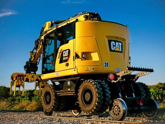 HØYT: Understellet løfter maskinen høyt og over eksisterende infrastruktur langs og på jernbanen.