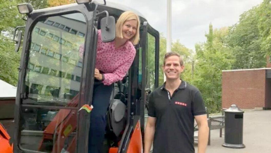 Stortingsrepresentant Guri Melby tok turen innom OHG for å overvære åpningen av innovasjonscampen. Her sammen med Thomas Astrup fra Cramo.