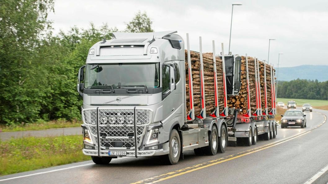 Nå kan du møte slike vogntog, der tømmeret er byttet ut med halm, etter veiene i Sør-Norge frem til årsskiftet 2018/2019.