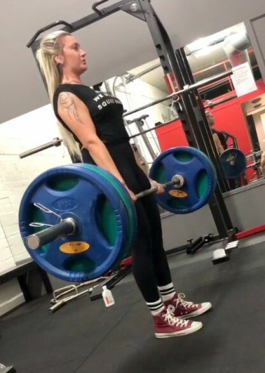 Sandra bruker mye tid på styrketrening.