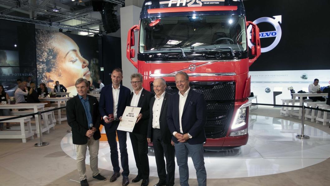 JUBILANT: Volvo markerte overleveringen av FH nummer 1. million på pressedagen på IAA 2018.