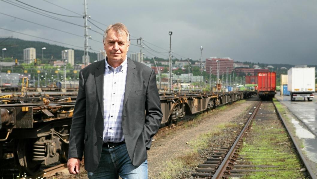 Jon Austrheim overtar sjefsstolen i Toten Transport AS. Foto: Per Dagfinn Wolden
