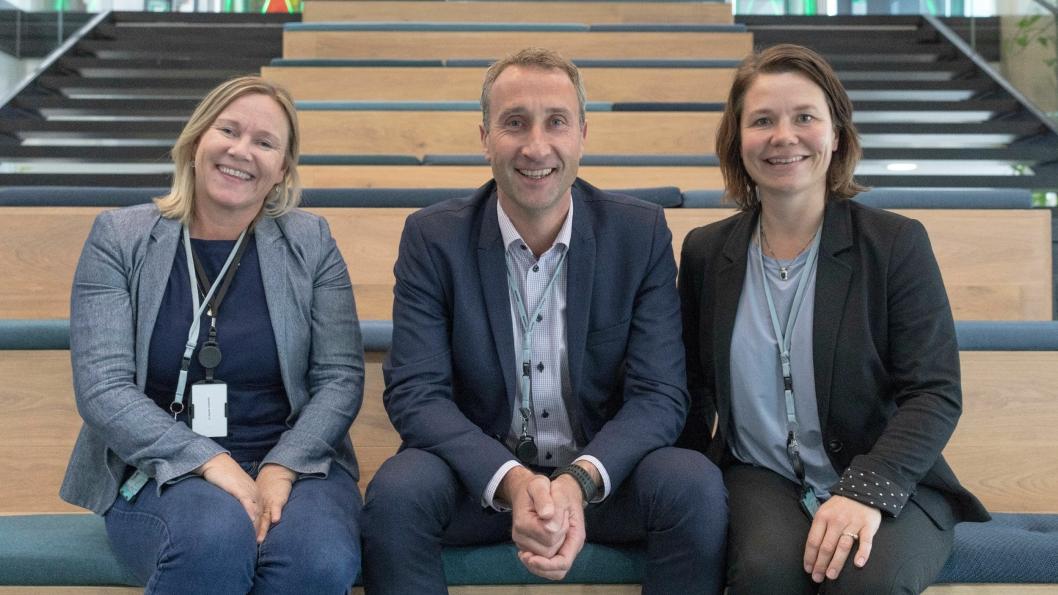 Randi Lekanger (Skanskas miljøsjef), Ståle Rød (konsernsjef i Skanska) og Kristin Holthe (leder av avdelingen for klima, energi og bygningsfysikk i Skanska) er stolte over å være offisiell samarbeidspartner med Oslo kommune.