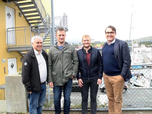 På besøk hos byggherren Eystur- og Sandoyartunlar i Tórshavn. F.v: Prosjektleder Alf Helge Tollefsen i NCC Føroyar, prosjektleder Einar Brimnes og direktør Teitur Samuelsen for Eystur- og Sandoyartunlar, og konsernsjef i NCC Tomas Carlsson.