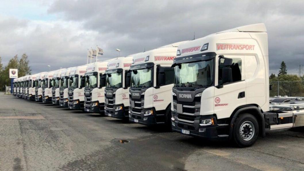 15 LIKE: Veitransport AS fikk levert 15 like Scania G500 6x2 containerbiler onsdag 26.september.