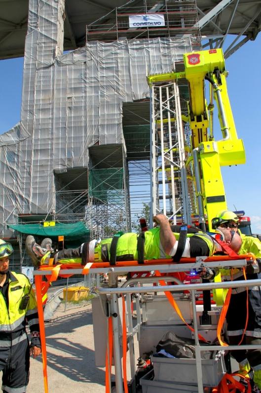 ØVELSE: Hovedverneombud Ståle Stensland deltar på alle redningsøvelser i forbindelse med Consolvos prosjekter, slik som her fra Fredrikstadbrua i 2016.