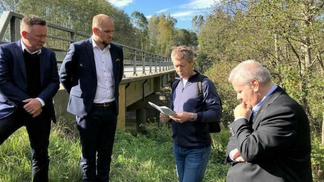 Olav Veum, Jon Georg Dale, Dag Skjølaas og Bård Hoksrud på brubefaring.