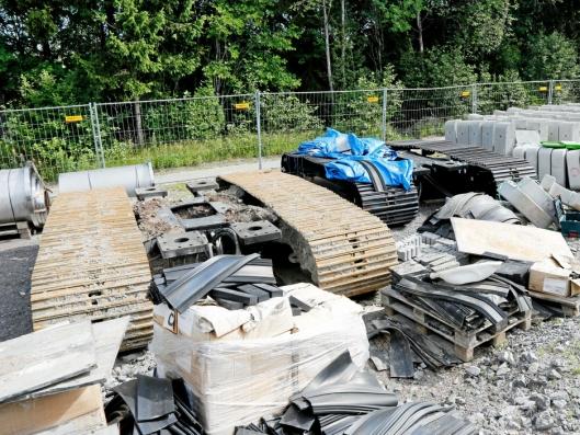 EKSTRA BELTER: Amfibiemaskinene ble levert også med vanlig understell slik at langhalsene også kan brukes på land.
