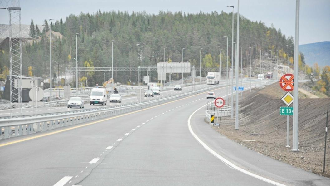 Torsdag morgen åpnet første del av ny E134 gjennom Øvre Eiker og Kongsberg. Foto: Statens vegvesen