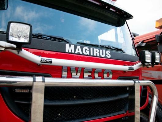 GAMMELT: Selv om det er en Iveco, har Magirus logoen også fått sin plass under frontruta.