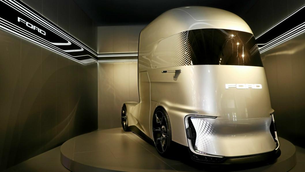 Fremtiden: Med avrundede former, elektrisk drivlinje og et ansikt som kommuniserer med omverdnen. Slik ser Ford Trucks for seg at en fremtidsbil vil se ut.