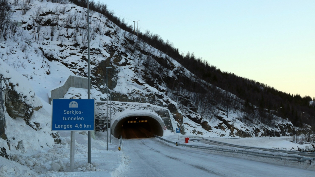 Sørkjostunnelen på E6 i Troms er ferdig bygget og tatt i bruk, men etterspillet mellom OSSA og Staten fortsetter i rettssalene.