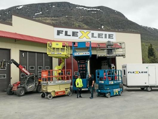 Flexleie AS utvidet med ny avdeling i Bjerkvik Næringspark utenfor Narvik i 2018. På bildet er Steinar Stafne (t.v) som blir driftsleder ved avdelingen og Petter Johnsen som er salgssjef Samferdsel i Flexleie.