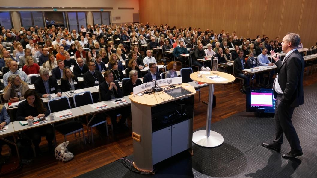 Over 300 deltakere fra næringslivet deltok på Tolldagen 2017. Tolldirektør Øystein Børmer presenterte seg selv og etatens nye virksomhetsstrategi. (Foto: Terje Heiestad)