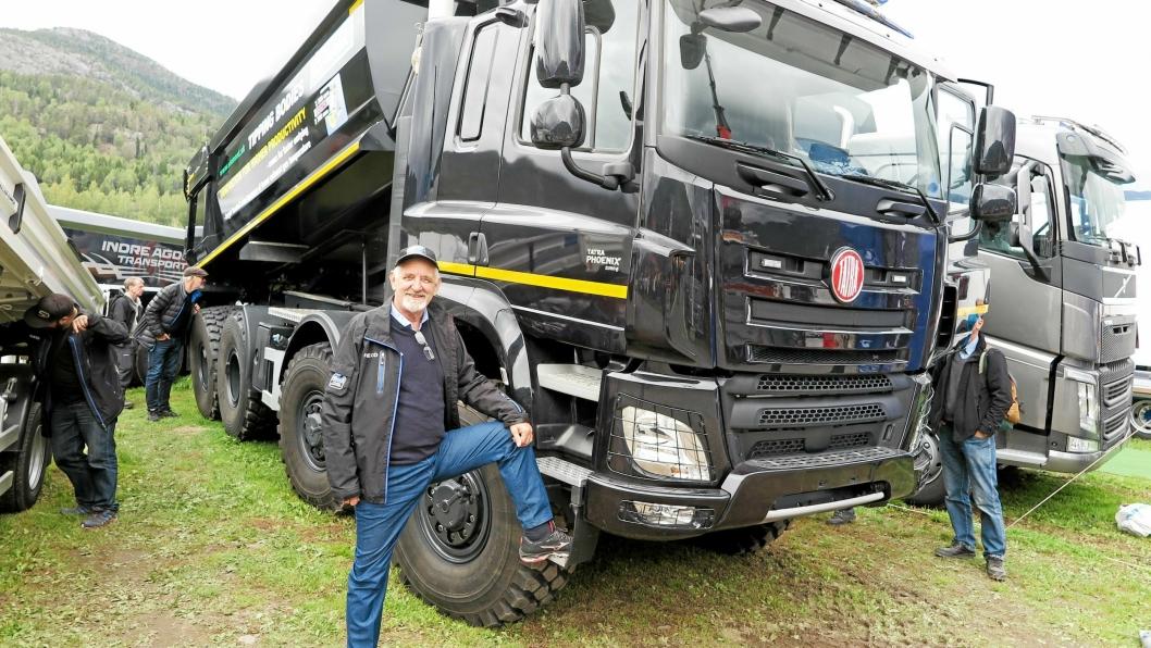 BLIKKFANGET: En Tatra anleggsbil var på plass på E18 Truckcenters stand på Dyrsku'n, og få dager etter reiste Lasse Andersen til Tsjekkia for importforhandlinger.