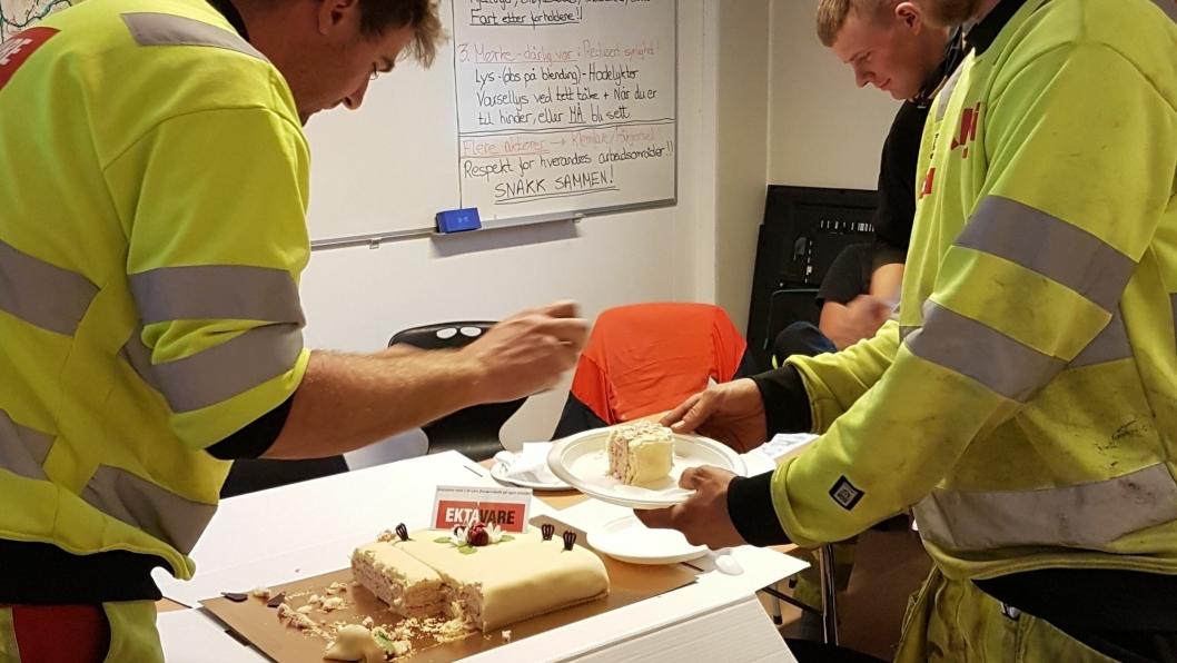 Risa-ansatte som bygger Tonstad vindpark kunne denne uken glede seg over kake og etår uten fraværsskader.
