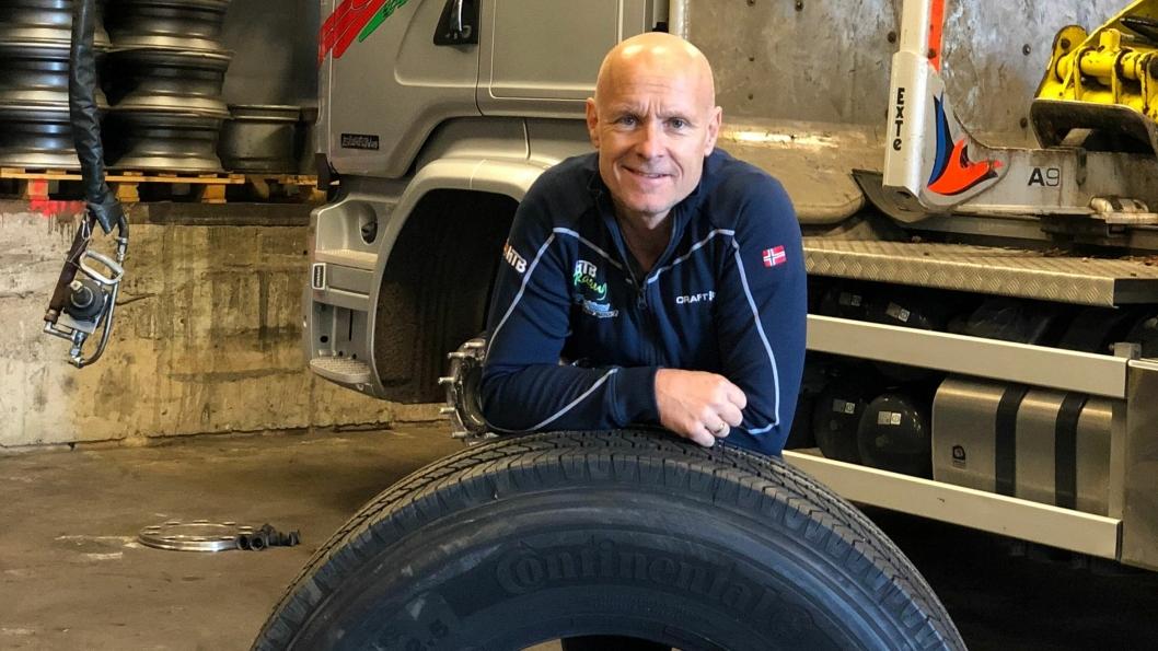 Tømmerbil-sjåfør Tommy Rustad skal teste både lastebildekk og personbildekk for Continental, og han skal være en ambassadør for dekkmerket.