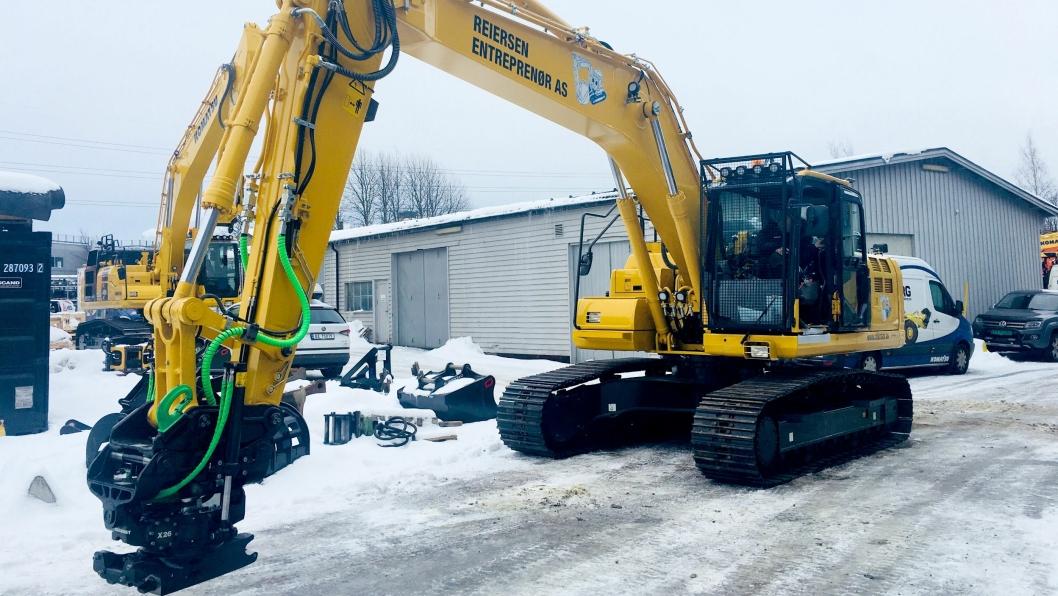 Reiersen Entreprenør har allerede før den nye avtalen ble inngått to gravemaskiner med Steelwrist-utstyr. Den ene er maskinen på bildet: Komatsu PC210LC-11 med SQ-teknologi, SQ70 hk-feste og X26 med SQ.