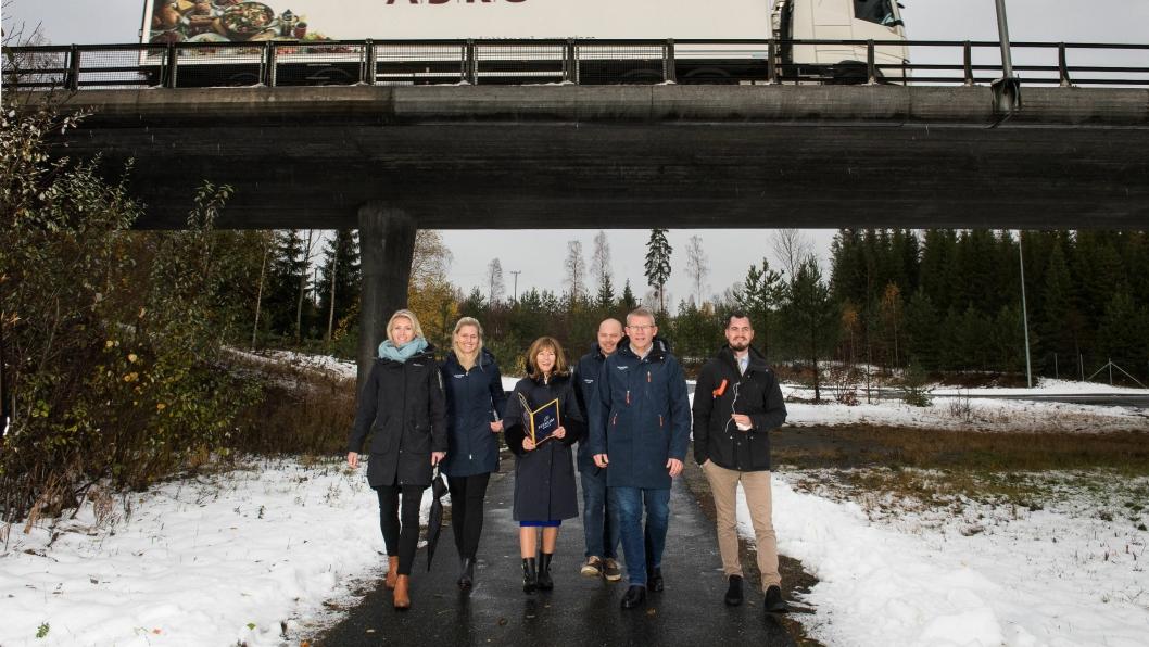 Fra venstre: Hanne Embretsen, Helene Mork, Ann-Sire Fjerdingstad (ordfører) Anders Høstmælingen, Morten Hotvedt og Fredrik Staubo Jensen.