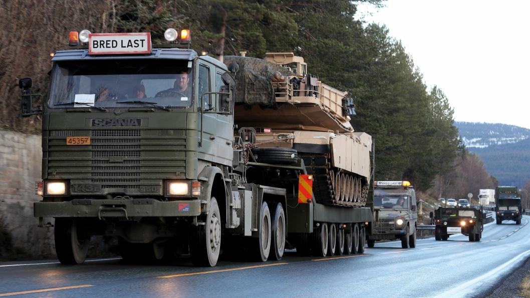Norsk transport av M1 Abrams for US Marine Corps under NATO-øvelsen Trident Juncture 2018 i Norge.
