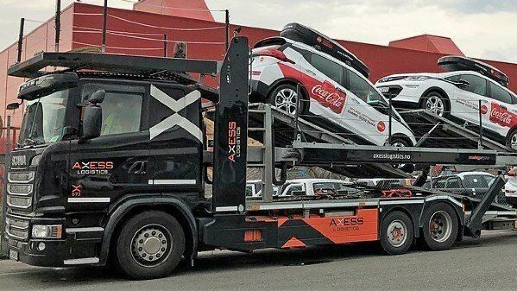Axess Logistics fikk nylig ansvaret for å ferdigstille de nye bilene til Coca-Cola Norge som har skiftet ut store deler av bilparken til el-bil.