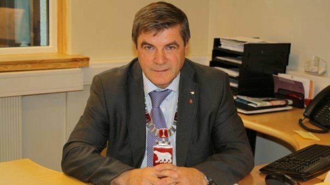 Hammerfest-ordfører Alf E. Jakobsen har innbyggerne i ryggen når han og flertallet i kommunestyret går inn for bompengefinansiering.