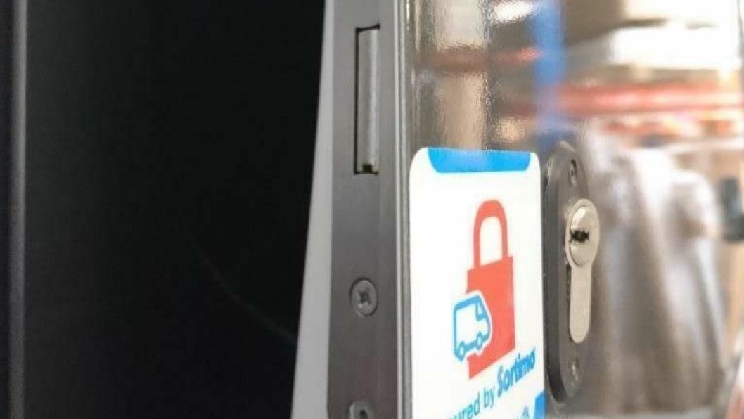 Integrert låsesystem som skal hindre uønsket inntrengning i varebilen.