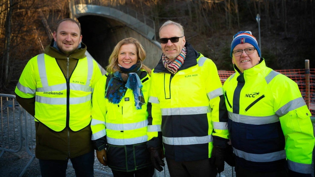 Fra venstre: Samferdselsminister Jon Georg Dale, jernbanedirektør Kirsti Slotsvik, utbyggingsdirektør i Bane Nor Einar Kilde og divisjonsleder i NCC Norge AS Per Jonsson.